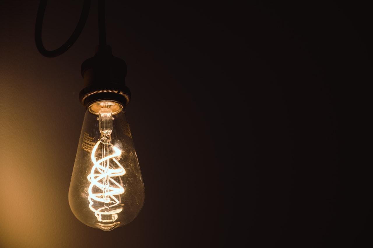 Как музыканты меняют лампочку