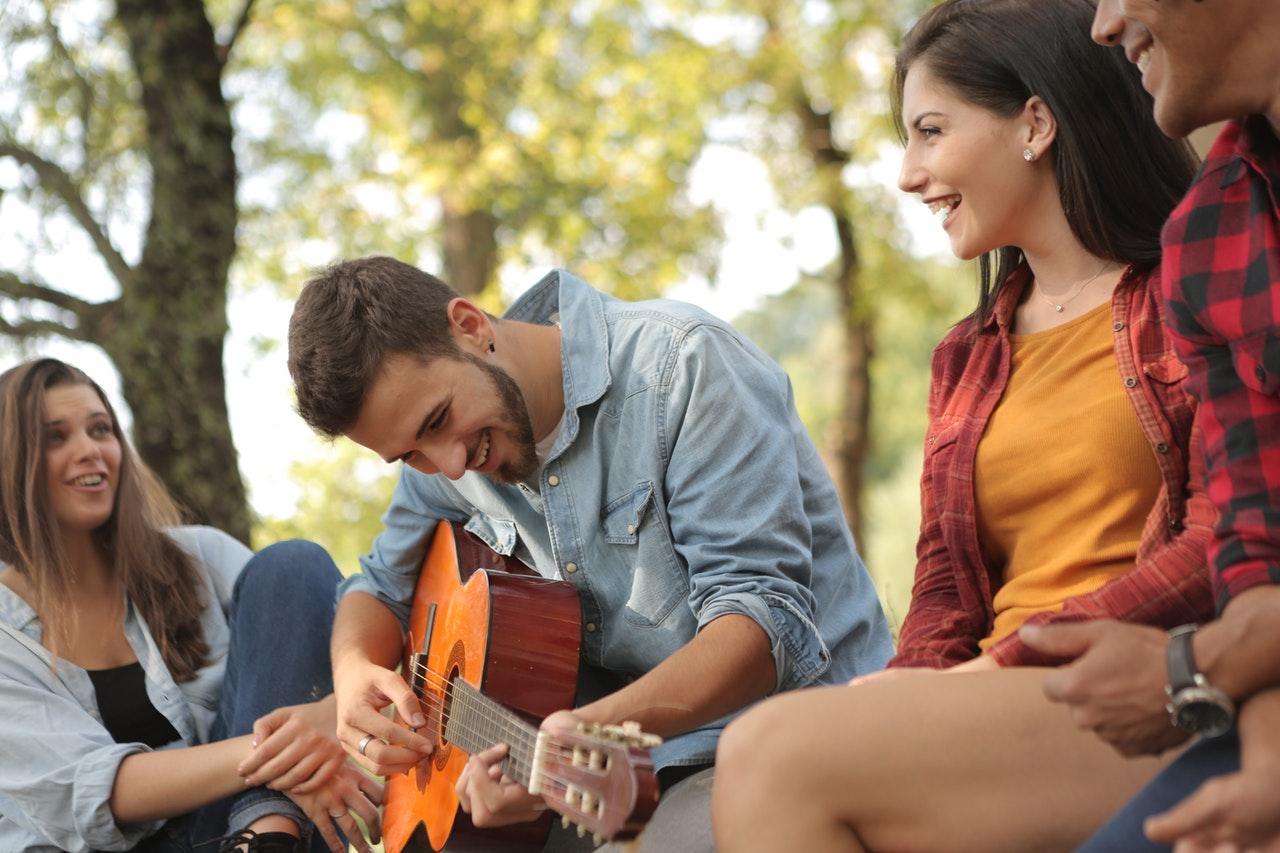 Девушки любят гитаристов