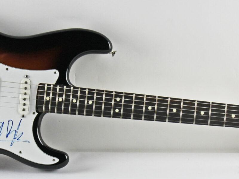 Гитара Боба Дилана продана почти за 1 млн. долларов