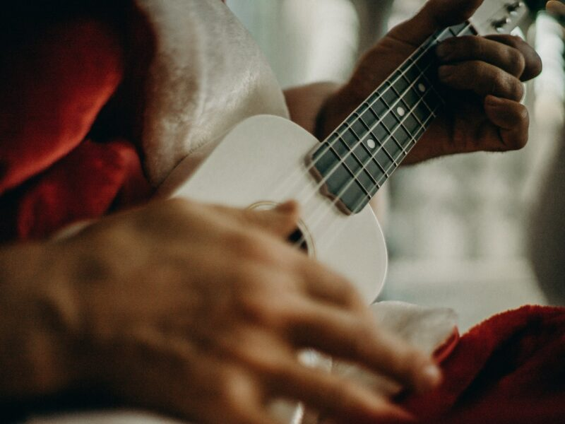 Что можно сыграть на Рождество на гитаре?