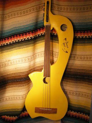 Banana Bass – необычная самодельная гитара