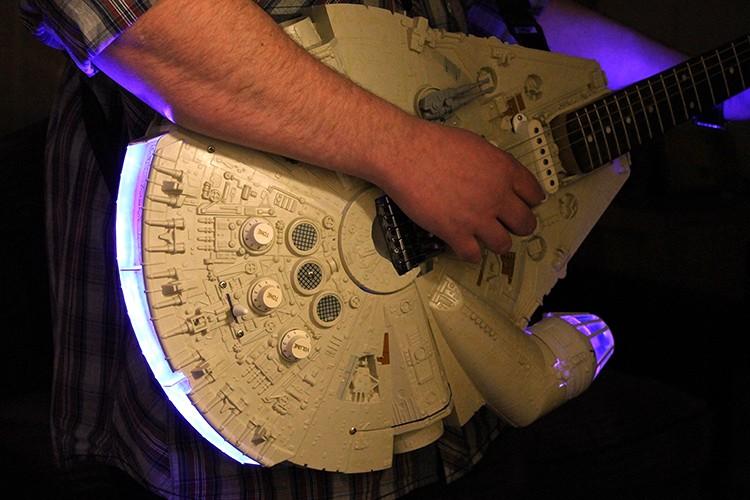 Millennium Falcon, гитара из Звездных войн